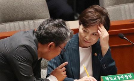 장제원 '부동산으로 돈 버는 시대 마감해야'…김현미 '분양가 상한제, 찬성 많아'