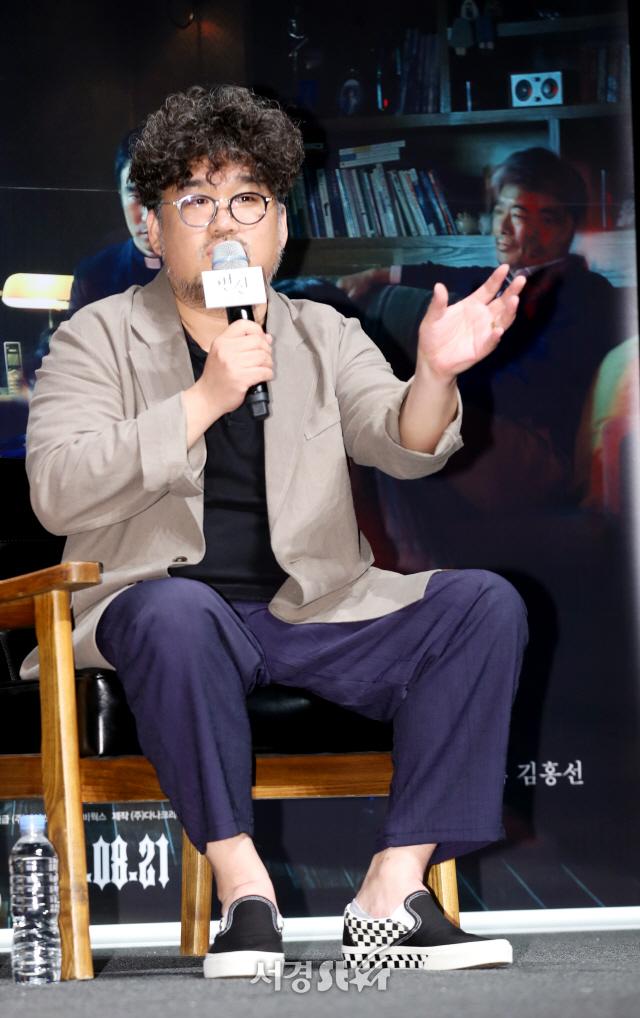 답변하는 김홍선 감독 (변신 제작보고회)