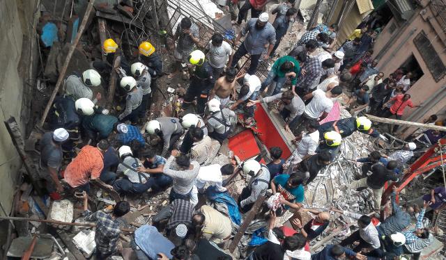 폭우 내린 인도 뭄바이서 건물 붕괴…3명 사망·40명 매몰