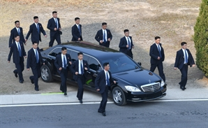 "NYT ""김정은 전용 벤츠, 네덜란드-中-日-韓-러 거쳐 평양 반입 추정"""