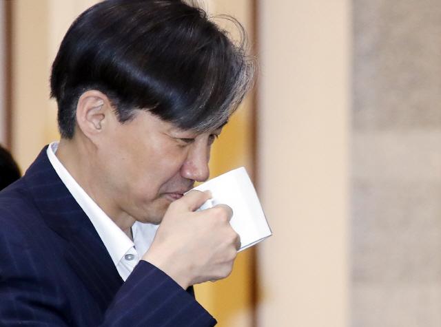 조국 '매국적인 일본판 기사제목…혐한 부추겨'