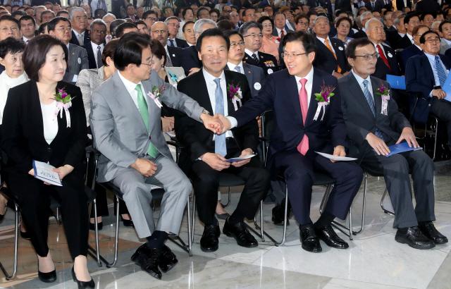 文대통령-5당 대표, 日 수출규제 대응 합의문 발표할 듯