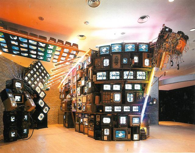 [인간 백남준을 만나다] 밀수품 취급받은 백남준의 '고물 TV' 대전엑스포 빛내다