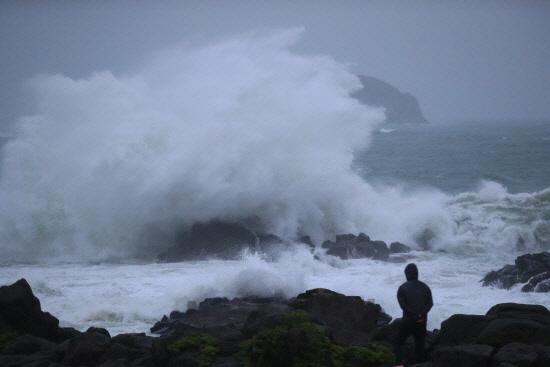 태풍 '다나스' 12시에 한반도 도착하자마자 소멸