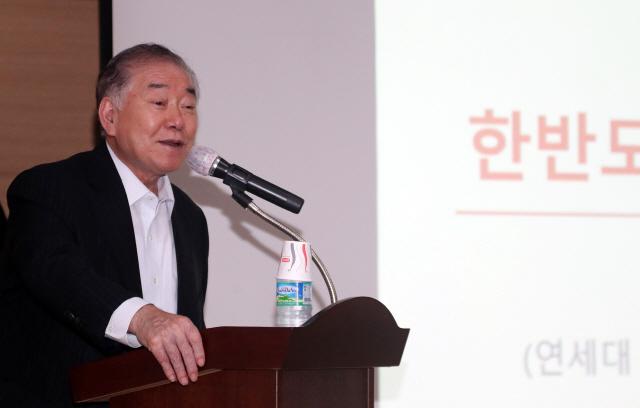 문정인 특보 '日, 경제보복으로 文정권 교체 노려…내정간섭'