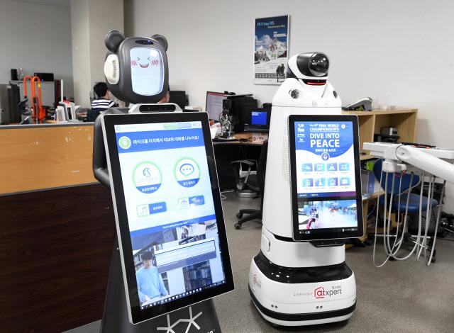 [로봇이 간다]밤낮없이 경비·손님 응대까지…로봇, 주52시간 근무 해결사로