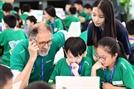 WCG 2019에서 코딩 배우는 어린이들
