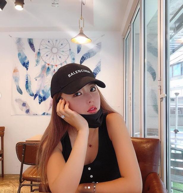 홍진영 '꼴깍 꼴깍' 물 마시는 모습도 섹시 그 자체…완전 예뻐