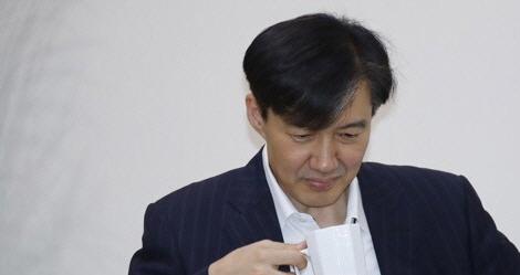 """靑관계자 '조국 SNS, 개인생각에 '표현 말라' 규제 못 해"""""""