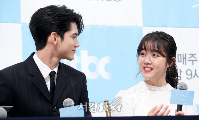 옹성우-김향기, 잘 어울리는 커플 (열여덟의 순간 제작발표회)