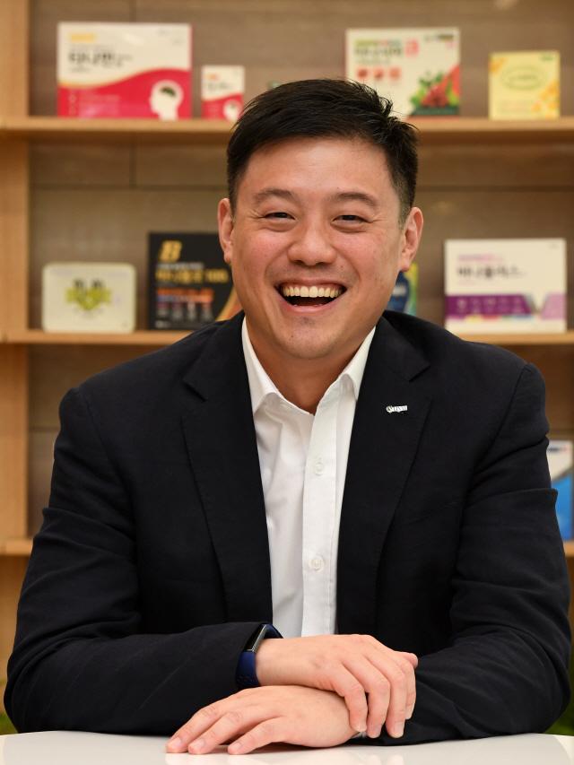 [CEO&STORY] 유원상 대표 '78년 역사가 유유제약 먹여 살리지 않아…신약 홍보위해 지구촌 누비죠'