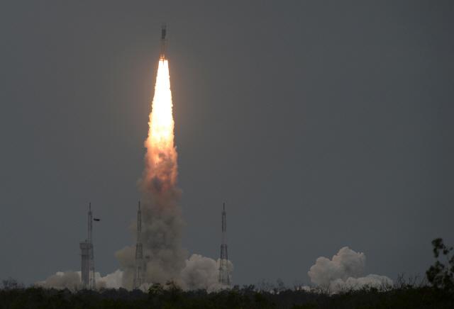 인도, 달 탐사선 '찬드라얀 2호' 발사 성공...연기 일주일 만