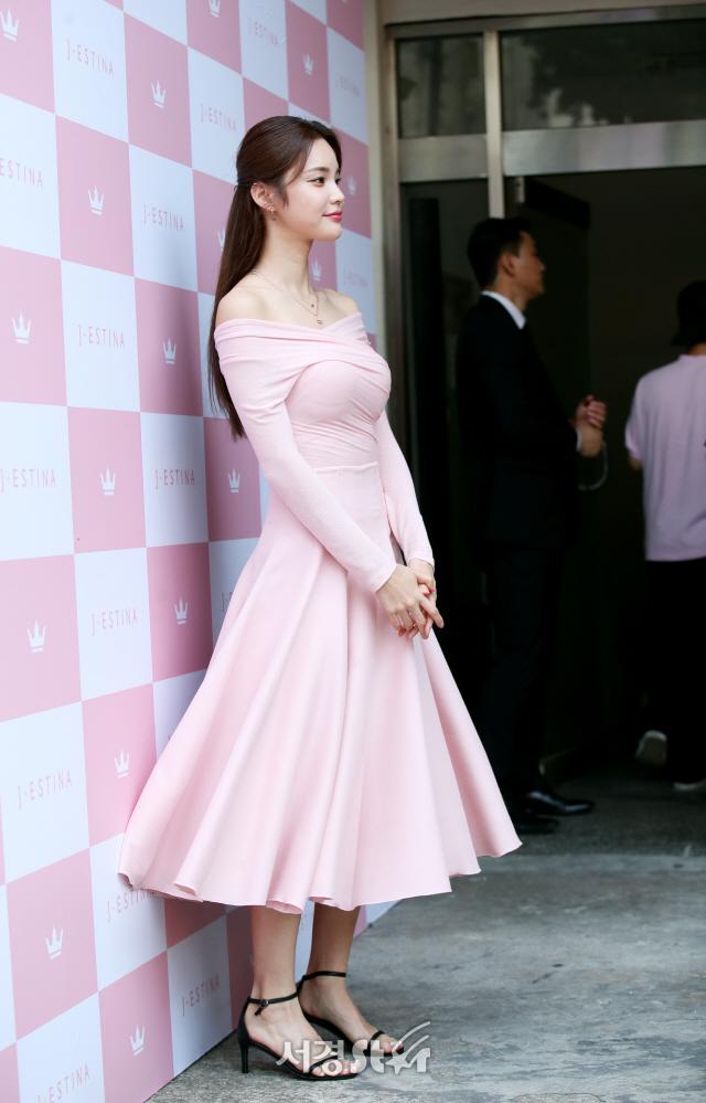 한으뜸, 핑크 드레스~