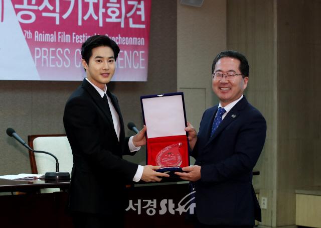 수호-허석 순천시장, 순천만세계영화제 홍보대사 위촉식