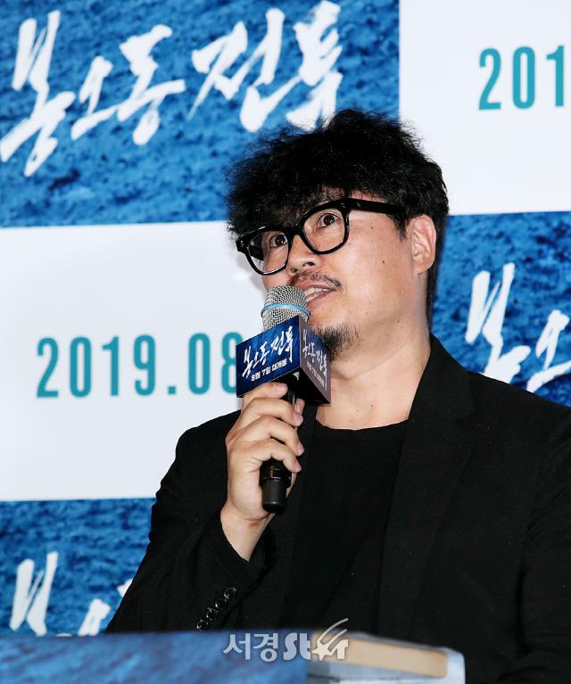 인사말하는 원신연 감독 (봉오동 전투 언론시사회)