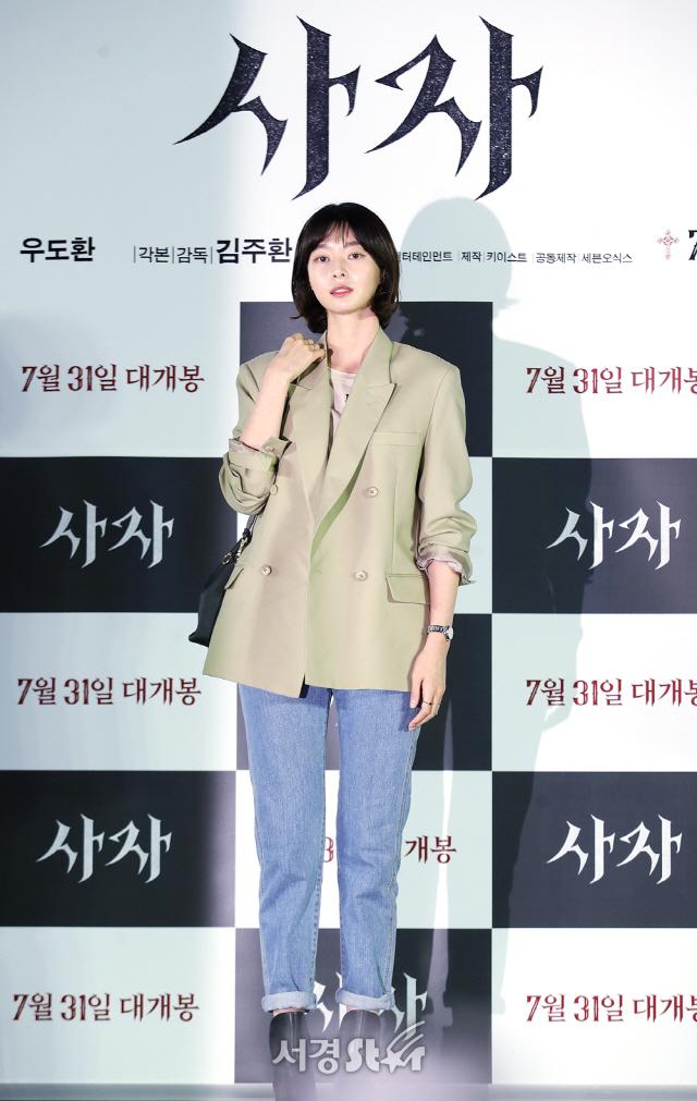 권나라, 블링블링 꽃 미모 (사자 VIP시사회)
