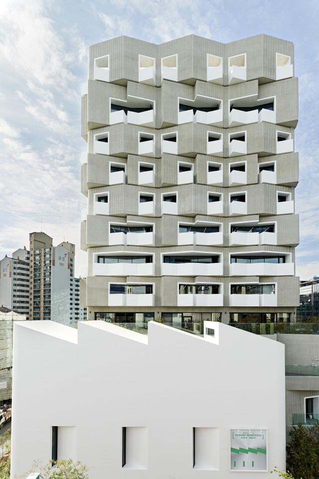 [건축과도시-우란문화재단] 옛공장의 질감 그대로...성수동 풍경에 녹아든 문화·예술 플랫폼