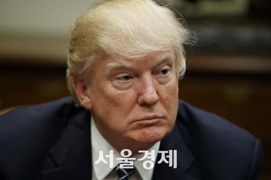 [김영필의 3분 월스트리트] 中 추가관세도 연준 때리기?…트럼프 눈치에 고민깊은 파월