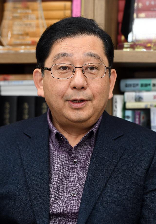 """호사카 유지 교수 """"日 우익세력들 韓에 금융보복 주장...실효성 크지 않아"""""""