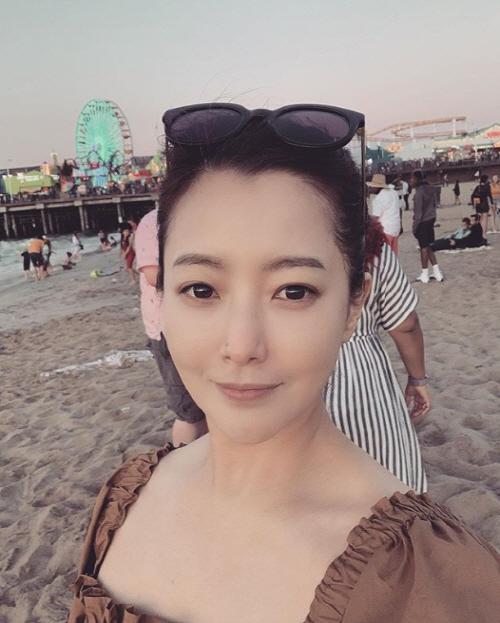 김희선, 미소만 지어도 섹시美 가득 '세상 혼자사는 미모'