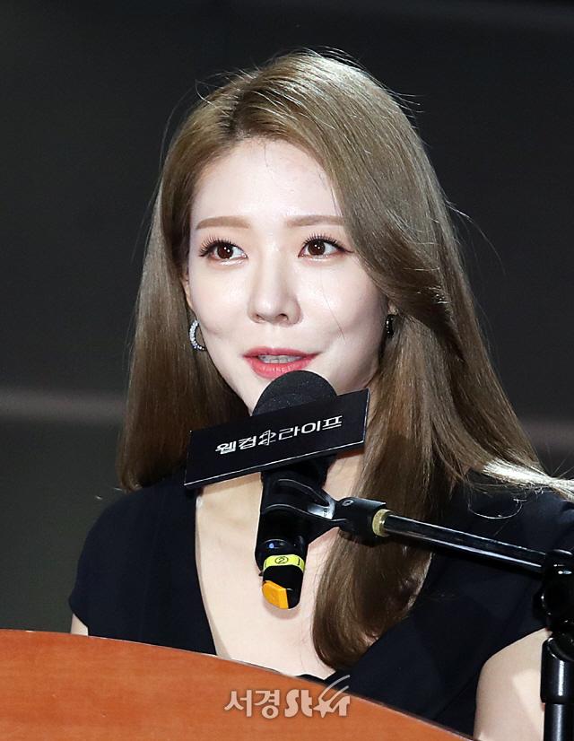 진행하는 이진 아나운서 (웰컴2라이프 제작발표회)