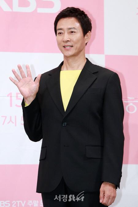 '뭉쳐야 찬다' 어쩌다FC, 배우 최수종이 단장 맡은 일레븐FC와 맞대결 성사