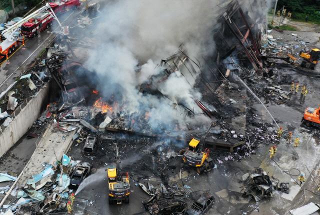 11명 사상자 낸 안성 박스공장 화재...12시간 만에 완전 진화