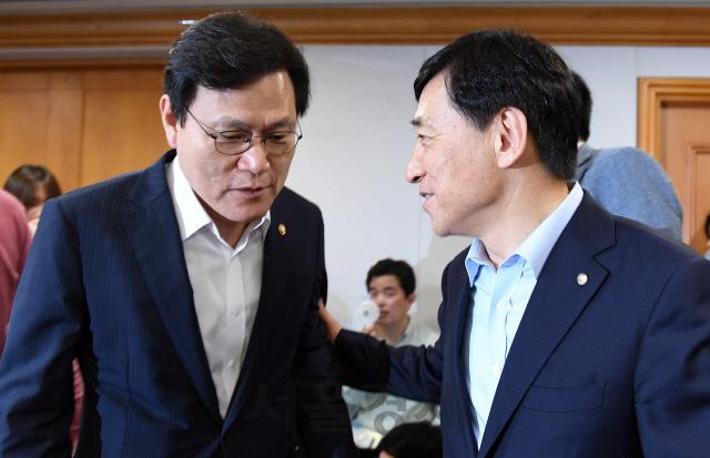 대화하는 최종구 금융위원장-이주열 한국은행 총재