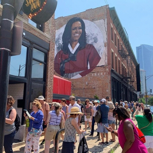 미국 시카고 도심에 '한복 입은 미셸 오바마' 벽화 등장
