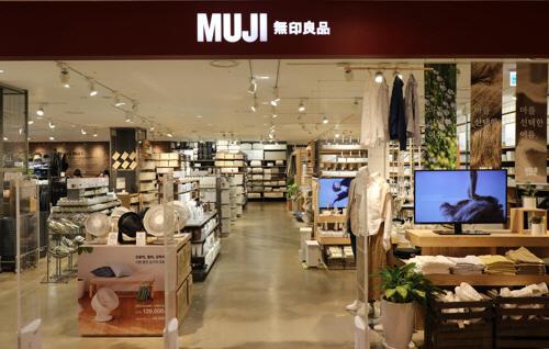 '일본제품 불매운동' 영향... 유니클로·무인양품 앱 이용자 수 '추락'