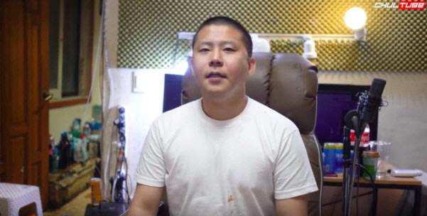 [종합]'BJ 서윤과 열애' 우창범, '철구와 원정도박 동행' 파문…'아직 필리핀에, 구경만 해'