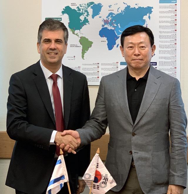 이스라엘 장관 만난 신동빈 '첨단기술·스타트업 적극투자'