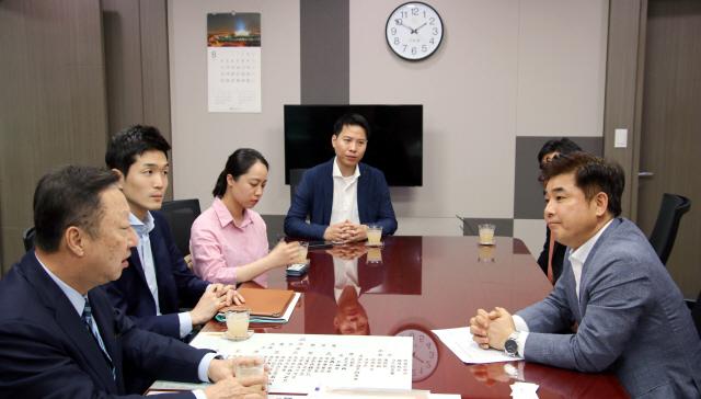 14번째 국회 찾은 박용만 회장...규제 완화 호소