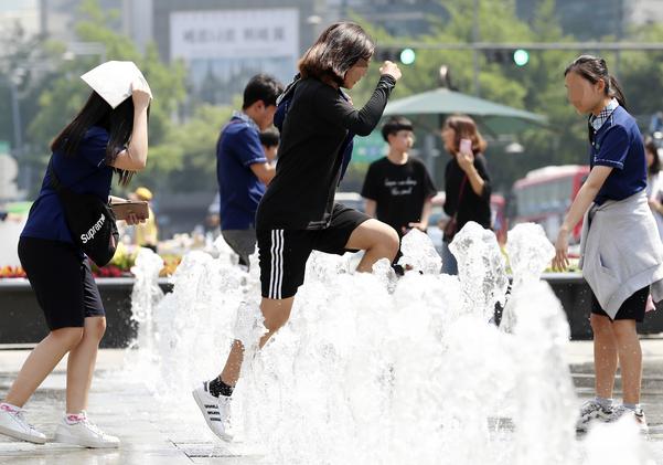 [날씨]서울 낮 최고 35도 폭염 지속… 오후부터 흐려져