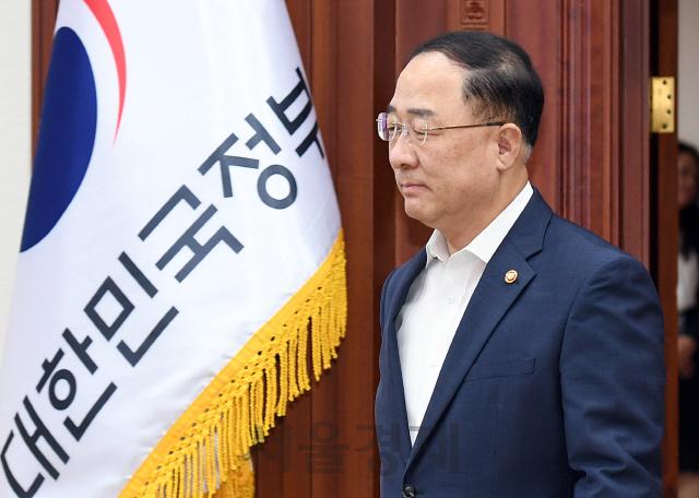 """격앙된 홍남기, """"(분양가 상한제) 세 차례 회의했다"""""""