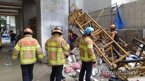 속초 아파트 공사장 15층서 엘리베이터 추락...3명 사망·2명 부상(속보)