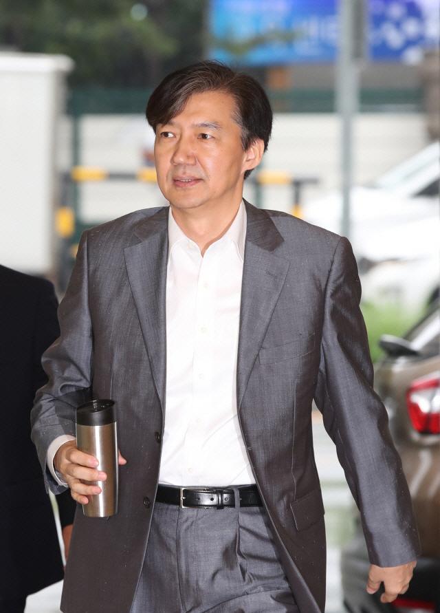 '잘했다' 49.1% vs '잘못했다' 43.7%…조국 법무장관 지명에 찬반 '팽팽'