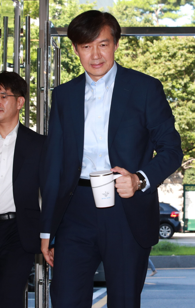 조국, 56억 재산신고...장남 5차례 입영 연기