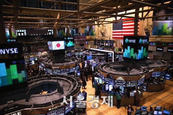 [데일리 국제금융시장] 뉴욕증시, 美 금리역전에 3% 폭락