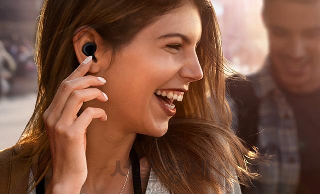 삼성 '갤럭시 버즈' 무선이어폰 1위 평가...애플 에어팟 제쳤다