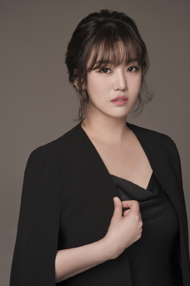 트롯가수 정미애, 오늘(15일) 신곡 '꿀맛' 발매..케이월드 페스타서 첫 라이브