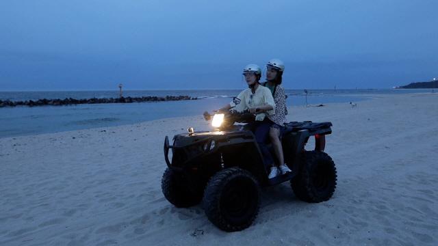 '캠핑클럽' 귀여운 막내 성유리, 사륜 바이크 타고 '스피드광'으로 변신