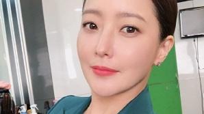 김희선, 40대라고 믿을 수 없는 미모 '단정한 섹시美'로 시선집중
