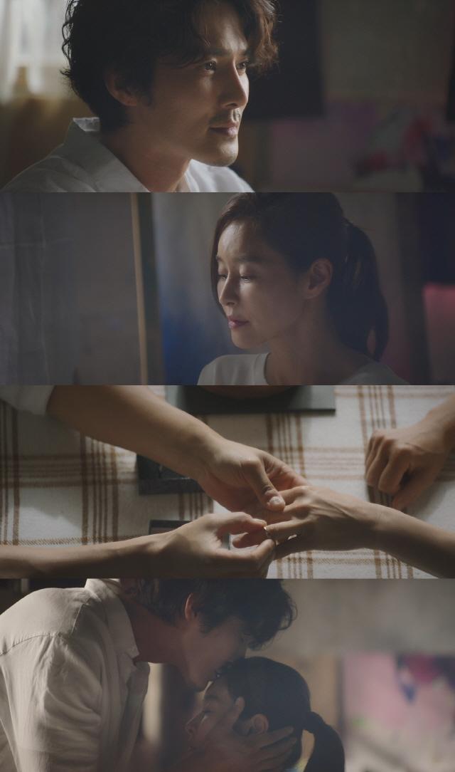 '평일 오후 세시의 연인' 예지원♥조동혁, 애틋한 이마키스 포착