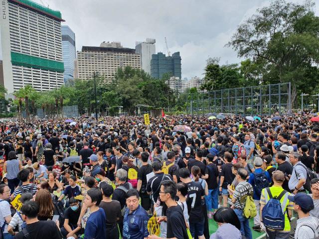 홍콩인 10명 중 4명은 정부 신뢰도에 '0점'
