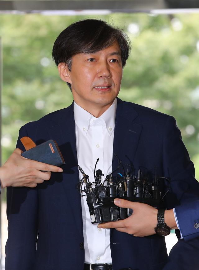 靑, 조국 의혹에 '국회 논의 통해 풀어가야 할 문제'