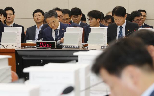 박능후 '탈북자 안전·생활 면밀히 관리할것'