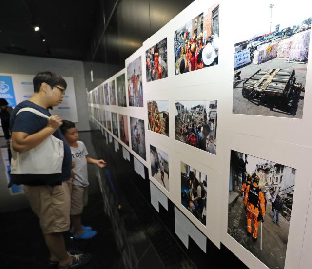 [사진] KOICA 인도주의 사진전 개막