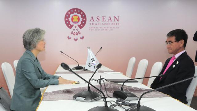 日 외무성 '한일 외교장관, 21일 베이징서 만난다'