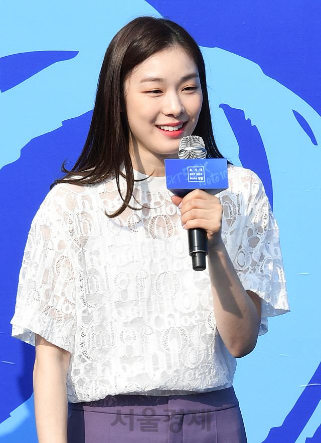 SKT 갤럭시노트10 블루 소개하는 피겨여왕 김연아